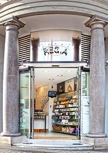 Perfumería Regia, Plaça Francesc Macià, 5