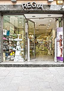 Perfumería Regia, Santiago Rusinyol, 7